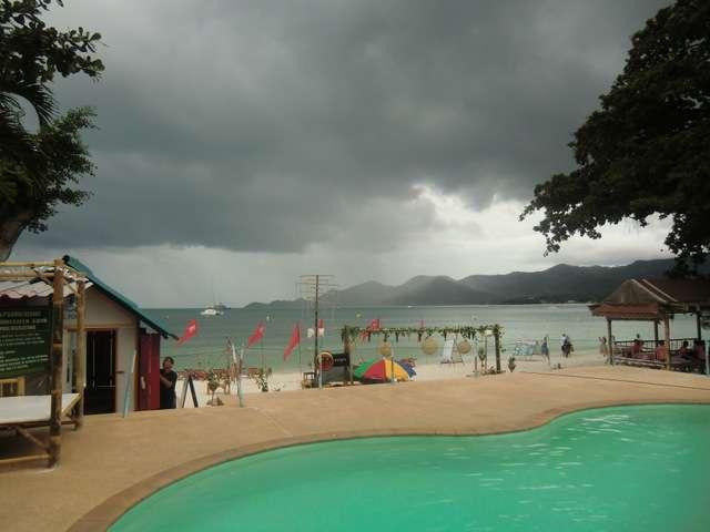dicke Wolken und Regen in Chaweng
