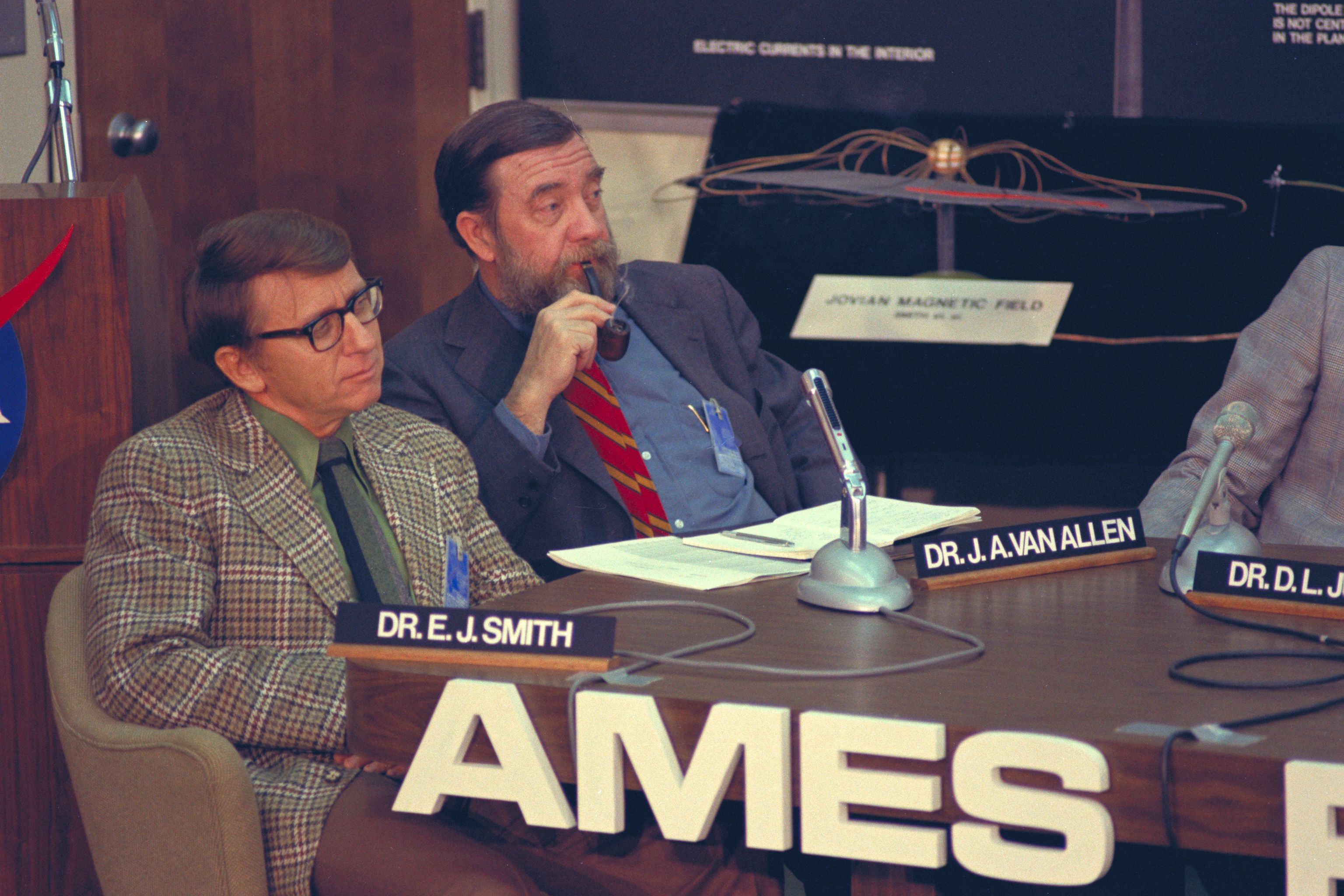 Legendary space scientist James van<br /> Allen is seen smoking a pipe alongside<br /> physicist Edward Smith at a Pioneer 11<br /> press conference in 1974.<br /> Image credit: NASA Ames&nbsp;&nbsp;&nbsp;&nbsp;&nbsp;&nbsp;<br /> <a href='http://www.nasa.gov/centers/ames/images/content/739467main_AC74-9036-236.jpg' class='bbc_url' title='External link' rel='nofollow external'>Click for full resolution</a>