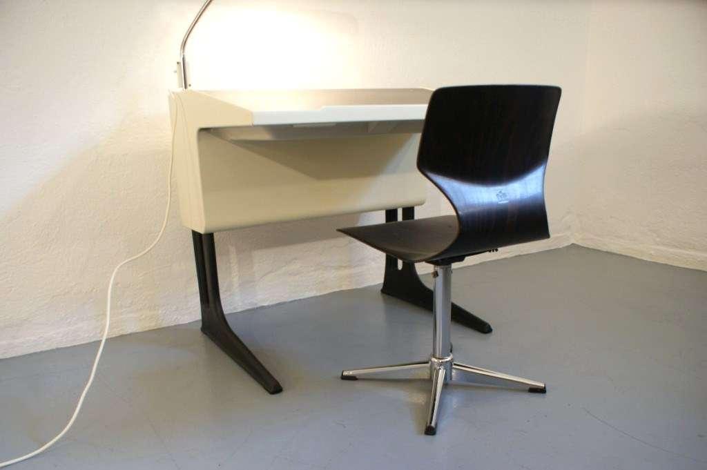 luigi colani fl totto schreibtisch mit lampe und stuhl mitwachsend 60er 70er ebay. Black Bedroom Furniture Sets. Home Design Ideas